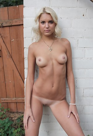 Tanned Teen Porn Pictures
